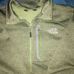 NEW!! The North Face pull over
